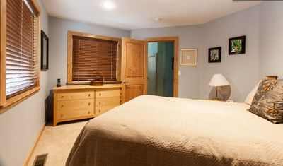Black Bart house rental - Bedroom with 1 queen size bed (downstairs)
