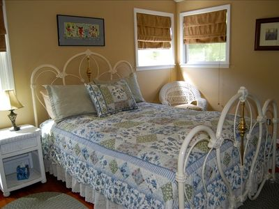 Queen Size Bedroom with views of the vineyard