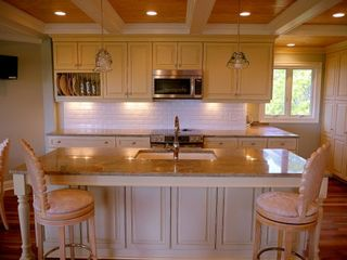 Kiawah Island villa photo - Full designer kitchen. Granite and Jenn-Air. Island sink and breakfast bar.