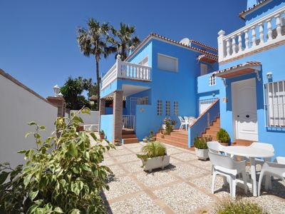 Benalmadena apartment rental - The outside and front garden of the 6 apartments at Artemarina