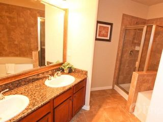 Davenport condo photo - Huge Master Bath w/Garden Tub