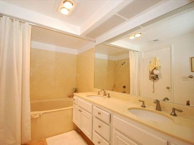 Large Master Bath w  Oversized Tub