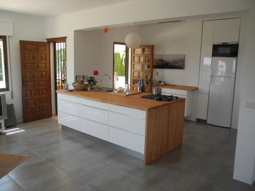 Newly fitted 'open plan' kitchen. (@ April 2013)