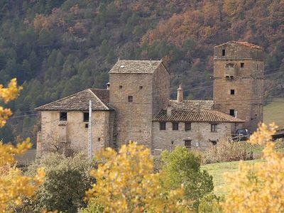 Alujan: country holiday home - 3 rooms - 4/6 persons in a casttle of XVI century in the Pyrenean mountains