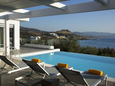 Excellent 2 Bedroom Villas - private pools, perfect sea views and ideal location - Villa Sunset 2