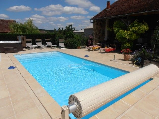 Maison ind pendante 4 near chablis 2 h paris piscine for Location piscine privee paris