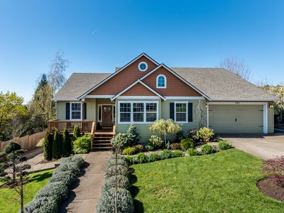 Ideally Located Dundee Home in Wine Country. *Special Rates through March.