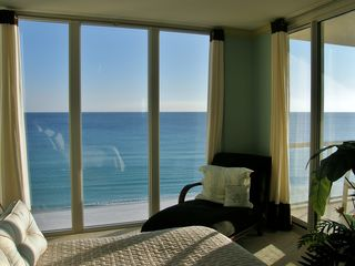Navarre Beach condo photo - Luxurious comfort in the Master suite!