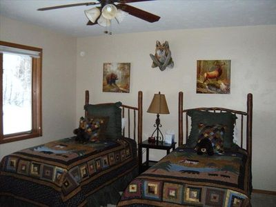 Unit B Middle Bedroom with Twins & Ceiling Fan, Private bathroom