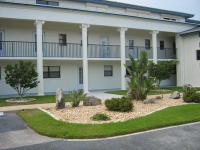 Beautiful 2 Bedroom 2 Bathroom Condo- 1100sf, Ground Floor, walk to beach