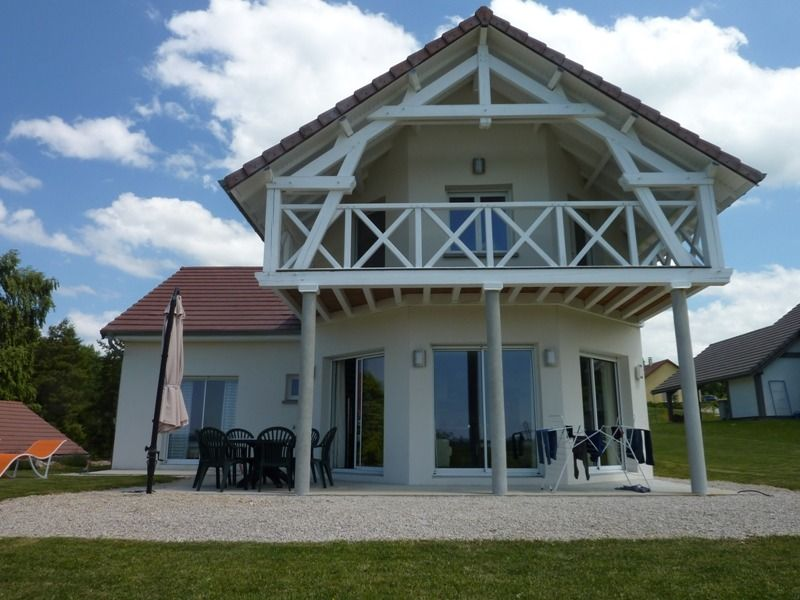 Very beautiful house overlooking lake homeaway jura for Very beautiful house