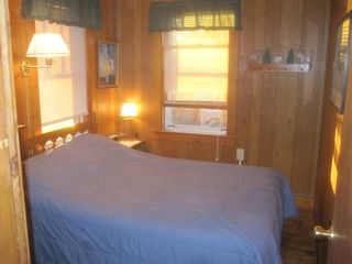 Lake Winnisquam cabin photo - Lakeside bedroom (double bed).