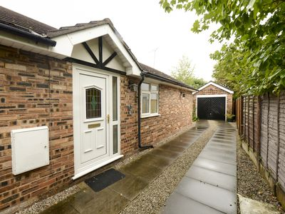 Charming Detached Bunglow - Ideal for families, couples and contractors