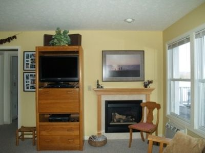 TV w/ DVD Player, and Gas Fireplace