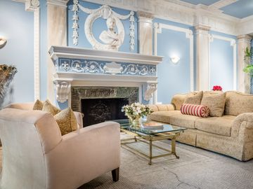 Upper East Side apartment rental - Entrance Hall - have your morning tea or cappuccino... enjoy high-speed Wi-Fi.