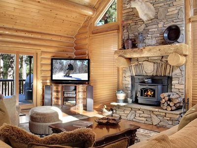 PRIVATE LOG CABIN, LUXURY RETREAT ON 1.3 ACRES
