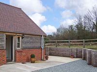 HOLMER FARM, pet friendly, with a garden in Leominster, Ref 5426