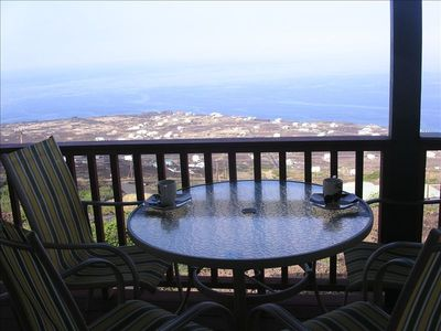 Milolii house rental - morning coffee and whale watching (seasonal)