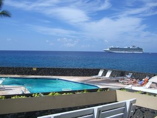 Kailua Kona condo photo - Oceanfront Pool and Hot Tub! Watch cruise boats