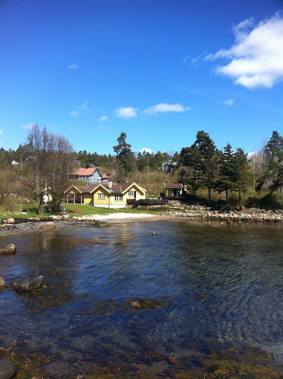 Idyllic southern cottage with its own beach and jetty. Near Dyreparken in Kristiansand