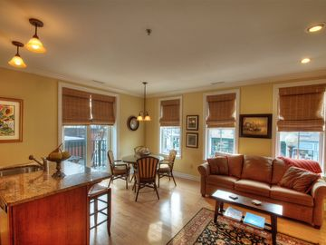 Skaneateles Lake, Skaneateles condo rental - Beatiful living room and with eat-in kitchen