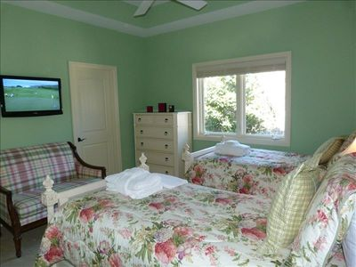 Forest Beach house rental - Mint Julip Twin Bedroom, flat screen, couch, large bath & closet