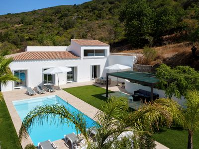 This stylish villa was built in 2012, overlooking Faro