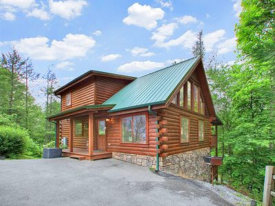 True Log Cabin with easy parking