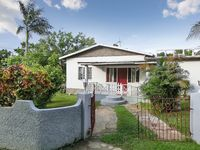 Large, airy bungalow in Runaway Bay, Jamaica, close to the beach