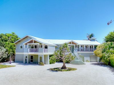 Spacious Home-A Short Stroll to Captiva Beach