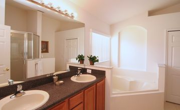 master bathroom, with jacuzzi and walk-in closet and a spacious shower stall