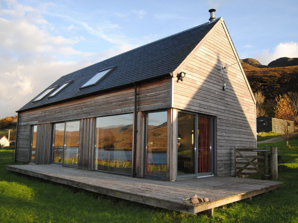 Dornie lodges modern glass fronted holiday homes with for Modern house rental
