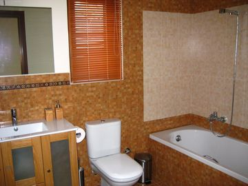 The upper level bathroom