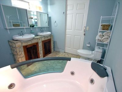 Bathroom with 2-person jacuzzi tub