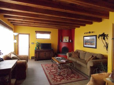 Santa Fe bungalow rental - Unwind from your travels with a good book, music, a movie, or satellite tv.
