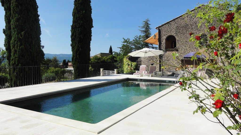 Accommodation near the beach, 110 square meters, with pool