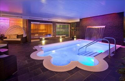Luxurious Aqua Center w/steam room, sauna, private cabanas, meditation/massage