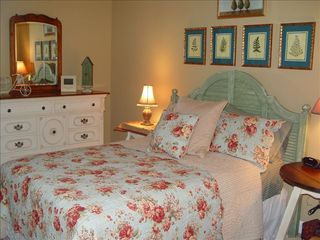 Wintergreen house photo - Guest bedroom with queen size bed