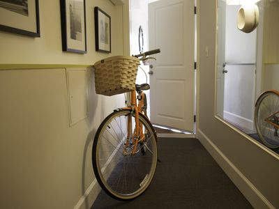 A pair of Urban bicycles await you at the Chic SF Studio.
