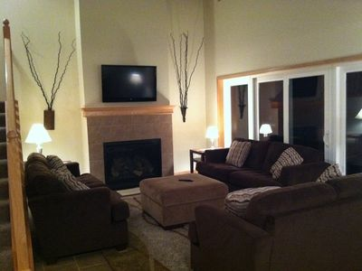 Living Room - gas fireplace, flat screen TV w/cable