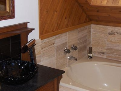 Gabriola Island house rental - Upstairs bathroom
