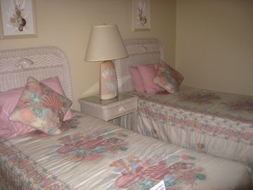 Guest Bedroom offers Twin Beds