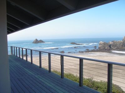 Family Tides...Luxurious Relaxing Beach Front Location With Stunning Views