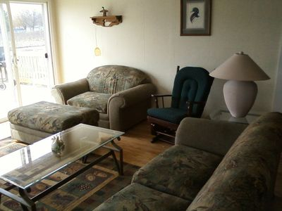 Barryton cottage rental - The living room has very nice furniture