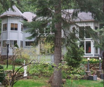 Welcome to Ravenwood Manor -- nestled in the woods near upper Klamath Lake