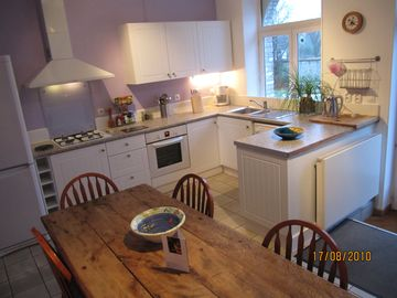Large kitchen with dishwasher and oven