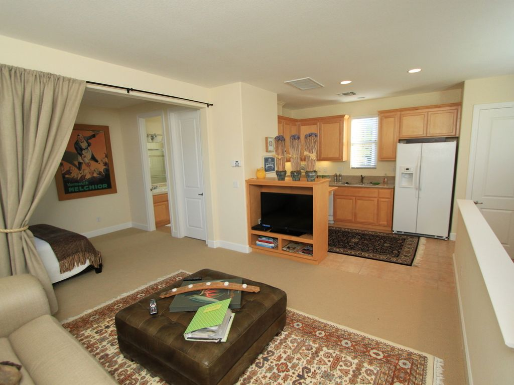 Fantastic yountville studio apartment walk vrbo for I bedroom apartment