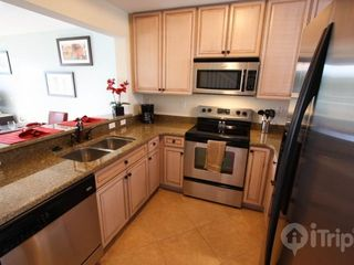 Ruskin townhome photo - Fully stocked kitchen