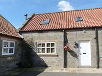 SNOWDROP COTTAGE, pet friendly, with a garden in Castleton, Ref 16261