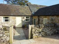 WAYWARD COTTAGE, pet friendly, with open fire in Grindon, Ref 916357